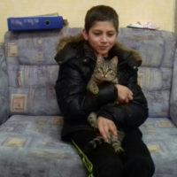 кот спас мальчика